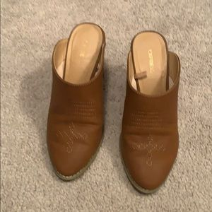 Tan mules with embroidery